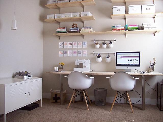Uma mesa para dois home office a casa que a minha v - Decorar despacho pequeno ...