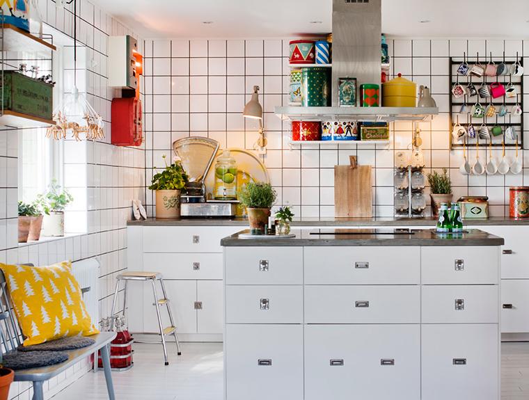 Uma Linda Cozinha Com Azulejos Brancos A Casa Que A Minha Vó Queria